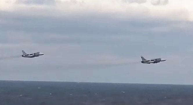 СМИ опубликовали видео пролета российских самолетов возле американского эсминца