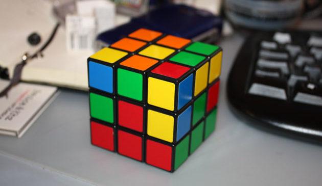 Робот установил новый рекорд по скорости сборки кубика Рубика