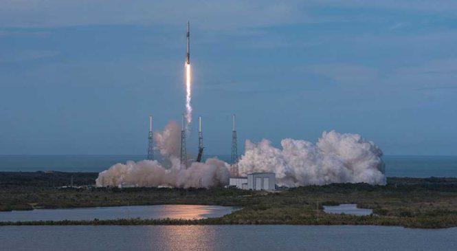 SpaceX попытается спасти вторую ступень ракеты, используя воздушный шар