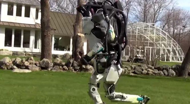 Робот-гуманоид Atlas впервые пробежался без проводов