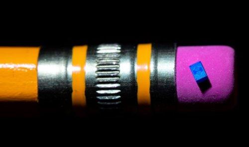 Intel сделала самый маленький квантовый вычислительный чип со спин-кубитами