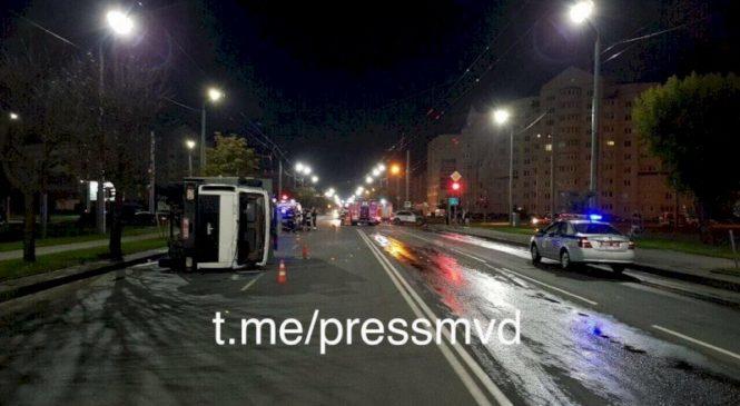 В Могилеве парень на Porsche Cayenne перевернул автозак